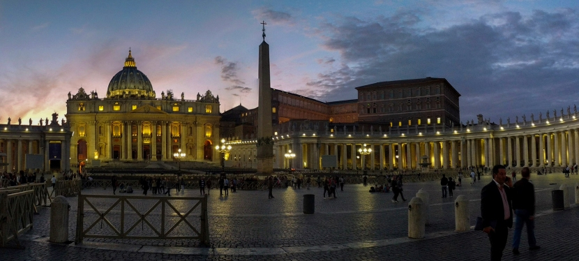 """É como diz o ditado: """"É como ir à Roma e não ver o Papa!"""" Veja o Papa, saibacomo."""