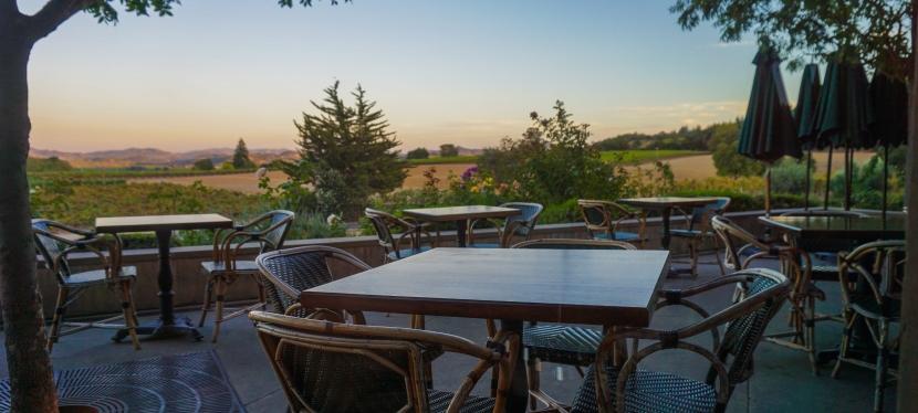 A Tavola, todas as terças-feiras na Francis Ford Coppola Winery, na Califórnia! Jantar Italiano com garçons e garçonetes vestidos de personagens de uma famíliaitaliana.